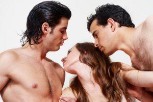 Психологи определили, почему девушки изменяют своим избранникам