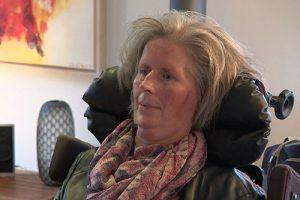 Пациентка с боковым амиотрофическим склерозом теперь общается, используя мозговой имплантат