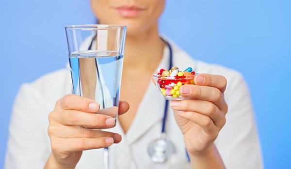 Чем лучше запивать таблетки? Как правильно принимать лекарства