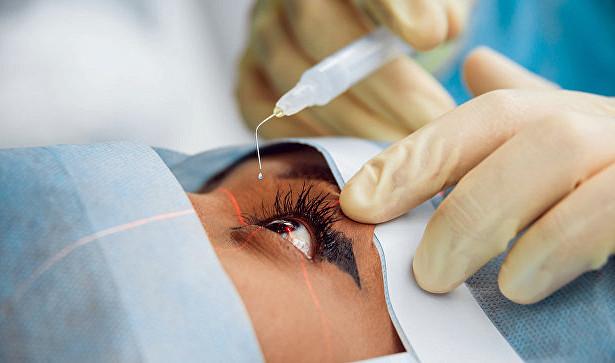 Уникальный имплантант спасает пожилых от слепоты
