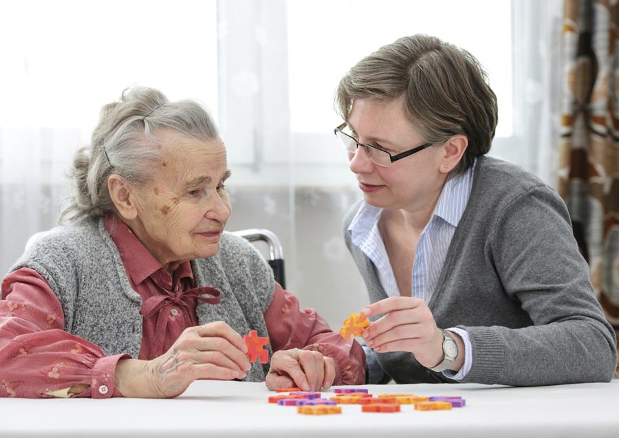 Между пожилыми родителями и детьми: как найти время на себя