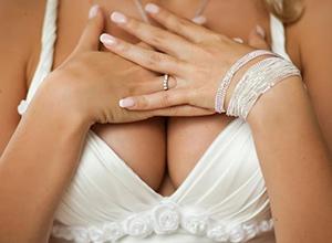 Секрет сохранения упругости большой груди