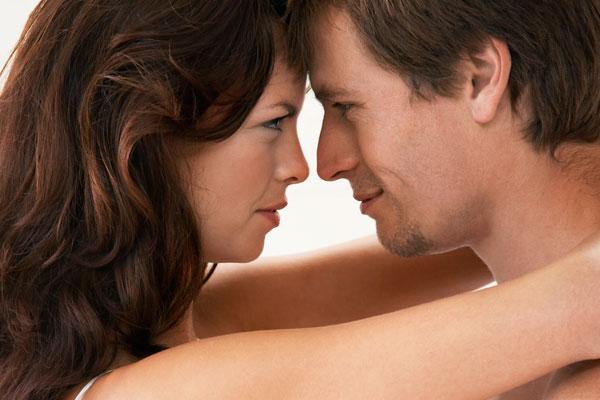 Ученые: Женщины влюбляются с шестого взгляда