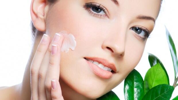 Вылечить или скрыть дефекты кожи можно с помощью лечебной косметики