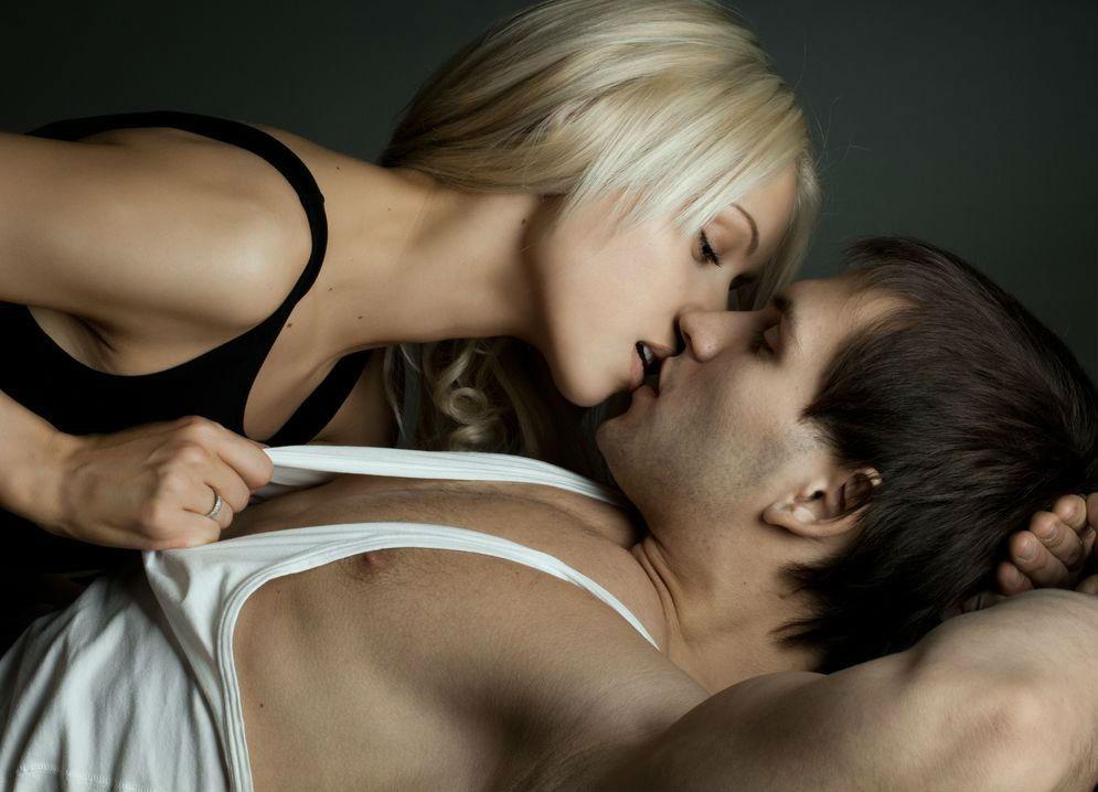 Интимная близость вместо лекарств: влияние секса на здоровье женщины