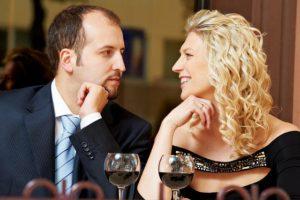 Как ведет себя мужчина, если ему нравится женщина?