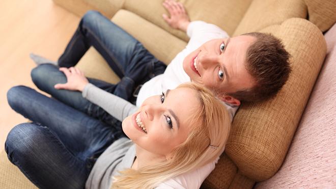 Девушек привлекают парни, состоящие в романтических отношениях