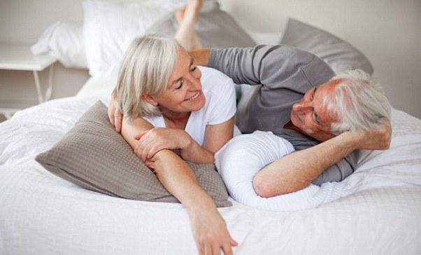 Секс опасен для пожилых мужчин, предупреждают специалисты