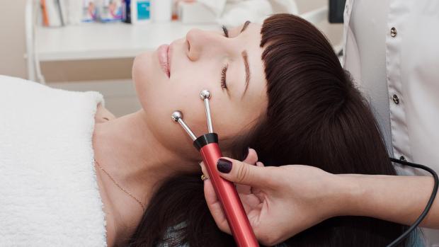 При помощи Бьютитек-терапии можно подтянуть и омолодить кожу