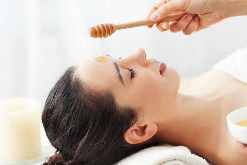 Медовый массаж лица: сладкий путь к красивой коже