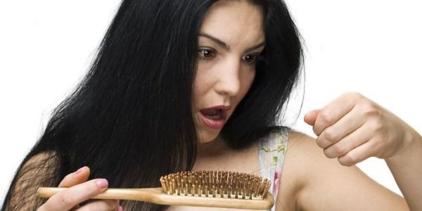 Сильно выпадают волосы у женщин: причины, диагностика и лечение
