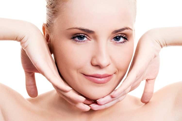 Уход за лицом: чистка кожи, массаж, нанесение крема
