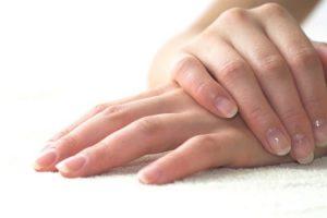 Шелушится кожа на руках: что делать?