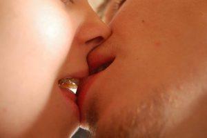 Как научиться правильно целоваться и стать лучшим в этом деле