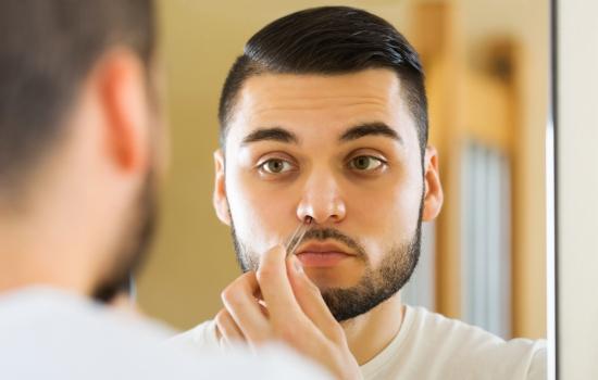 Почему нельзя вырывать волосы из носа? Мнение врача