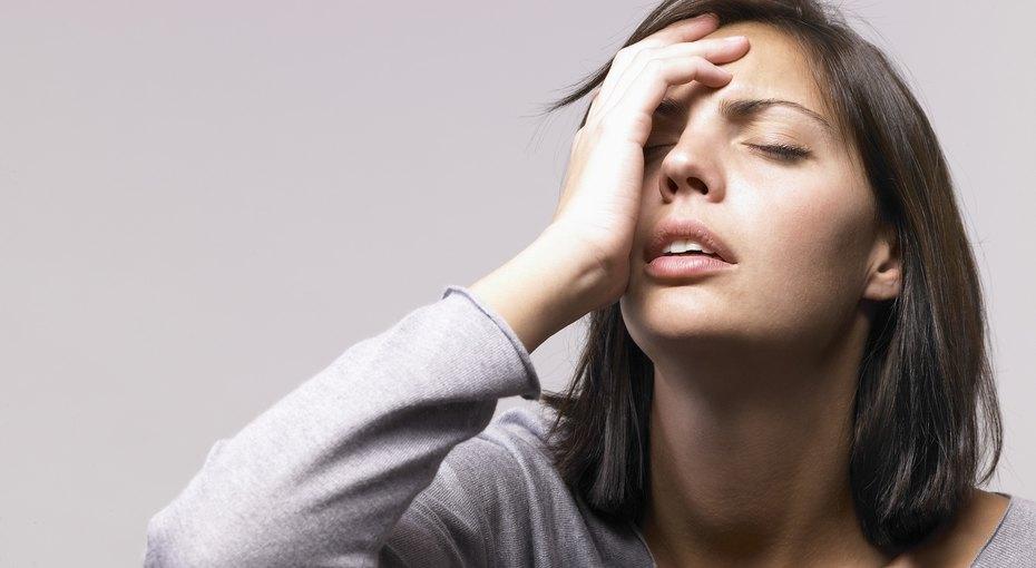 Боли в груди, дрожь в руках, провалы в памяти и еще 4 страшных симптома, которых не стоит бояться