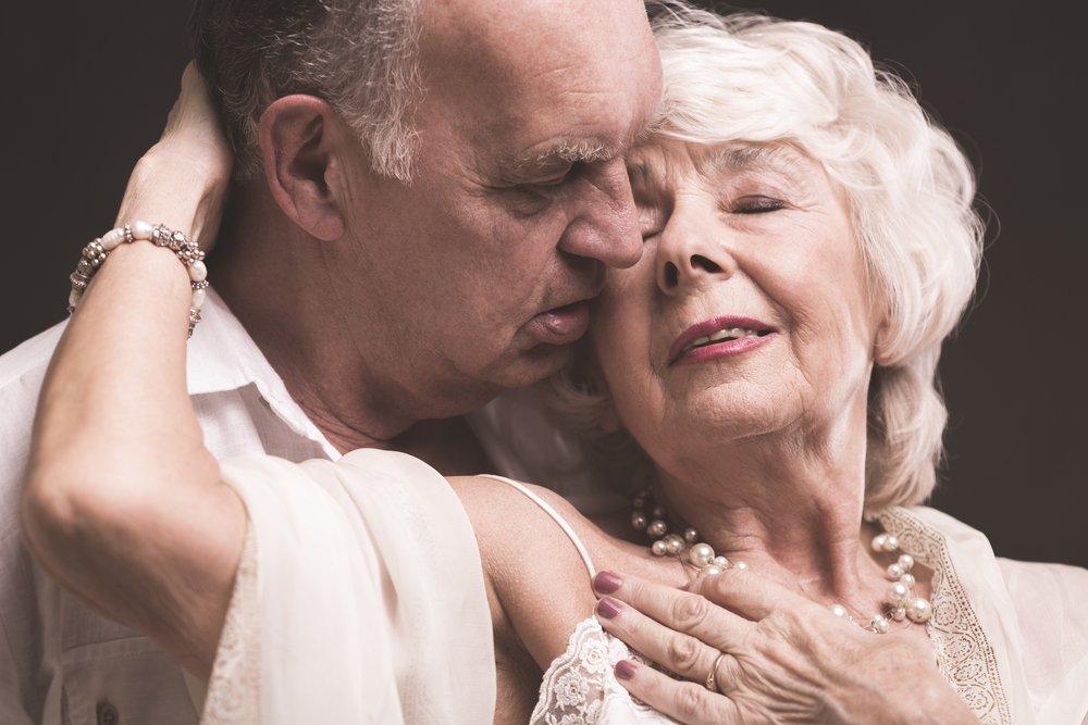 Что такое старческие пятна и как от них избавиться