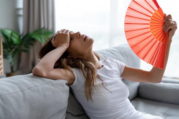 Почему вы потеете во сне: 10 возможных причин