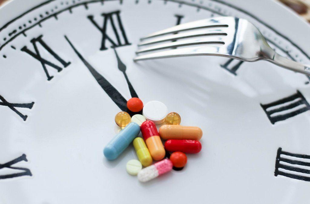 В какое время суток пить витамины, чтобы они лучше усваивались