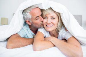 В постели с менопаузой: как вернуть удовольствие от секса