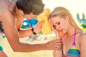 Названы симптомы солнечного удара и правила первой помощи
